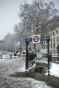 Snow in Trafalgar Square
