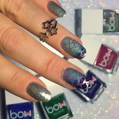 NEW TUTORIAL IS LIVE ON MY YOUTUBE CHANNEL!! LINK IN MY BIO.    Thermal Squishy Mermaid mani using @bowpolish  Blue Pink Violet and Green also Rain Bow Holo. Mermaid Nail Vinyls from @shoploveangeline . Squishy Stamper From @faburnails . Star Ring from @sonailicious_boutique .New Nails