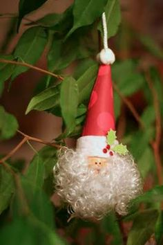 12 Days of Christmas~Day 1:  A visit from the Jolly Old Head Elf Himself!!! @Sincerely Yours: Here is a quick and easy tutorial to make your very own Santa Ornament...