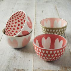 Made of pure porcelain, these sweet patterned bowls are just the right size for cereal, soups and snacks.