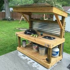 DIY Pallet Kitchen Furnitures Which Can Save Your Kitchen Space. DIY pallet kitchen ideas takes an infinity of forms and can refer to just about anything. You canbuild a pallet table. Outdoor Kitchen Bars, Outdoor Kitchen Design, Outdoor Kitchens, Patio Kitchen, Pallet Furniture For Sale, Rustic Furniture, Art Furniture, Furniture Stores, Furniture Movers