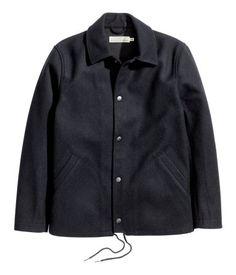 Dunkelblau. CONSCIOUS. Jacke aus gefilztem Wollmischgewebe. Modell mit Kragen…