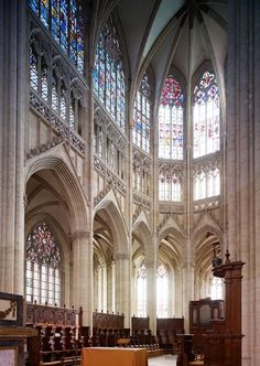 Look! That gothic. The strong impression of absence of walls and lots of light! This was revolutionary after the roman period.