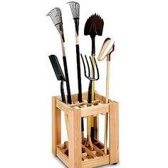 как хранить садовые инструменты в гараже