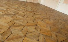 Massivparkett verlegen: www. Bathroom Showrooms, Floor Design, Flooring Ideas, Wood Flooring, Floors, Tile Floor, Sweet Home, Merlin, House Ideas