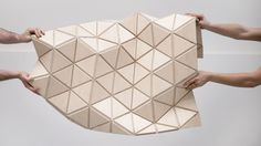 WoodSkin aims to bridge the gap between virtual design and real construction By Donna Taylor June 2013 The current WoodSkin product is a sandwich of plywood triangular tiles with a textile mesh. Diy Interior Furniture, Interior Design, Flexible Plywood, Modulo 2, Construction Images, Creative Shoes, Digital Fabrication, Parametric Design, Origami Design