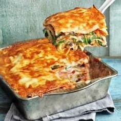 This lasagna is a hit in the wild garlic season: with the aromatic veggie version with wild garlic, aubergine and Lasagna Recipe With Ricotta, Easy Lasagna Recipe, Lasagna Recipes, Baby Food Recipes, Vegan Recipes, Wild Garlic, Lasagna Soup, Clean Eating, Food And Drink