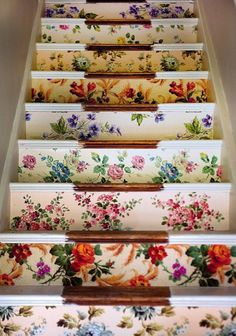 photo from a blog>>>great staircase decor!