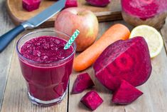 Apple, beetroot and carrot detox juice is easy to make, healthy and nutritious drink that offers so many health benefits. Healthy Detox, Healthy Smoothies, Healthy Drinks, Fat Burning Smoothies, Weight Loss Smoothies, Red Juice Recipe, Carrot Smoothie, Juice Smoothie, Pot Pourri