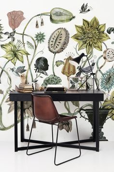 Picture of wallpaper framed next to wall Botanical wallpaper and cognac colered leather chair Photo Wallpaper, Wall Wallpaper, Beautiful Wallpaper, Botanical Wallpaper, Botanical Prints, Botanical Flowers, Flower Wallpaper, Interior Decorating, Interior Design