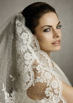 The most beautiful Pronovias lace veil.