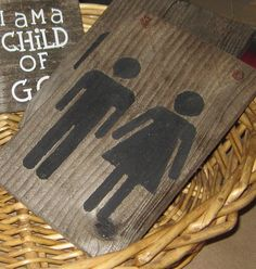 Isn't this bathroom sign ADORABLE? Remember the faux barn wood look I used on my Sunburst Mirror ? Diy Craft Projects, Craft Tutorials, Craft Ideas, Decor Ideas, Wood Projects, Boy Girl Bathrooms, Bathroom Signs, Bathroom Ideas, Restroom Signs