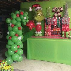 Christmas Float Ideas, Grinch Christmas Decorations, Grinch Christmas Party, Christmas Balloons, Grinch Party, Kids Christmas, Xmas Party, Outdoor Christmas, Holiday Decor