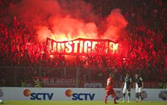 JAKARTA, INDONESIA - Saturday, July 20, 2013: Supporters with a Justice for the 96 banner during a preseason friendly against Indonesia XI at the Gelora Bung Karno Stadium. (Pic by David Rawcliffe/Propaganda)