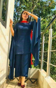Designer Kurtis, New Designer Dresses, Indian Designer Outfits, Designer Wear, Beautiful Pakistani Dresses, Pakistani Formal Dresses, Pakistani Dress Design, Pakistani Outfits, Indian Outfits