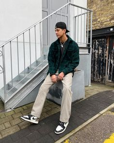 Summer Outfits Men, Stylish Mens Outfits, Chill Outfits, Retro Outfits, Casual Outfits, Fashion Outfits, Rapper Outfits, Black Men Street Fashion, Jordan 1