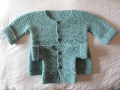 pietro e giulio Baby Knitting Patterns, Knitting For Kids, Crochet For Kids, Crochet Baby, Knit Crochet, Knit Baby Sweaters, Knitted Baby Clothes, Cardigan Bebe, Baby Cardigan