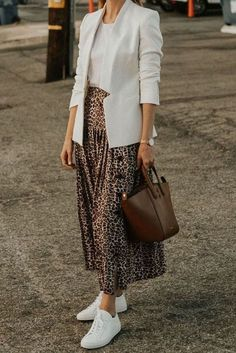 how To Style A Leopard Midi Skirt and white blazer. Ideas on how To Style A Leopard Midi Skirt and white blazer.on how To Style A Leopard Midi Skirt and white blazer. Ideas on how To Style A Leopard Midi Skirt and white blazer. Mode Outfits, Skirt Outfits, Chic Outfits, Fall Outfits, Fashion Outfits, Midi Skirt Outfit Casual, Printed Skirt Outfit, Skirt Ootd, Holiday Outfits