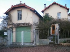 It is at the heart of this charming village Brionnais that you will  find this attractive old house with magnificent views of the surrounding countryside, a just a few minutes of Marcigny. Ref: 13401 price 145,000 euros...For more info contact Christiane 06 86 68 54 42 or by e-mail to agence@devin-immobilier. com More pictures on http://www.devin-immobilier.com