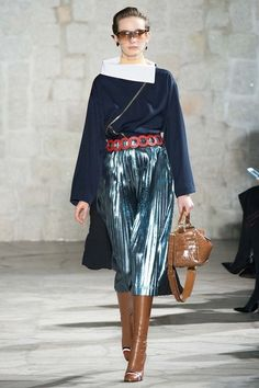 See the complete Loewe Fall 2015 Ready-to-Wear collection.
