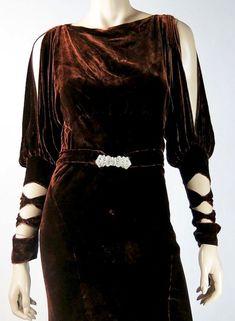 1930s silk velvet evrning dress with fabulous sleevrs!