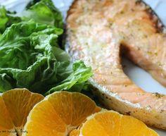 Salmão grelhado com molho de ervas aromáticas e limão