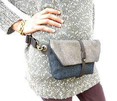 Diese Hüfttasche ist die ideale Tasche, wenn Sie mögen, tragen alle Ihre Notwendigkeiten, halten Sie Ihre Hände frei und gleichzeitig mühelos modischen aussehen! Ideal für Festivals, Märkte und Reisen. Einfach und schön Bag aus einer hochwertigen Polsterstoff und italienischen Sovage Leder. Bequem soll die Touch, stark, haltbar und ein sehr feines Material. Der verstellbare Gurt Bestnote dickere Leder dient. Diese Hüfttasche Funktionen ein separates Fach geschlossen durch einen…