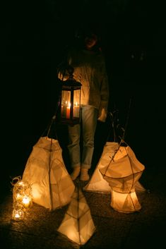 Build your very own willow lantern in 5 easy steps. Paper Lanterns, Table Lamp, Building, Easy, Photography, Home Decor, Table Lamps, Photograph, Decoration Home