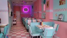 Cafe Shop Design, Restaurant Interior Design, Cafeteria Retro, Diner Aesthetic, 1990 Style, Diner Decor, Pastel Interior, Retro Diner, American Diner
