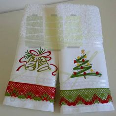 Christmas Hand Towels, Christmas Crafts, Christmas Decorations, Xmas, Silhouette Cameo Machine, Dish Towels, Kitchen Towels, Holiday Fun, Machine Embroidery