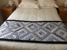 Patchwork quilted monochromatic bed runner, black and white Queen bed runner, modern bedroom decor - pinned by pin4etsy.com