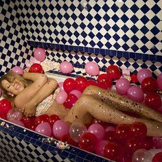 Balloon Bathtub Photoshoot