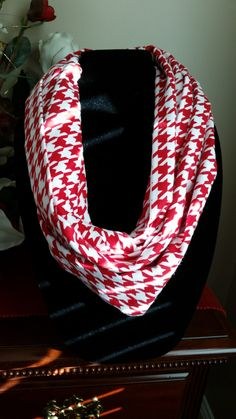Red and White Houndstooth Infinity Scarf, Infinity Scarf, Scarves, Circle Scarf, Circle Scarves, Neck Wear, Outer Wear by SittisHands on Etsy