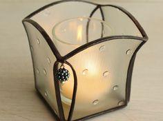 サイズ:8.0×8.0×高さ7.8cm技法:ステンドグラス素材:ガラス、はんだ付属品:キャンドル用補助容器(内径3.8×深...|ハンドメイド、手作り、手仕事品の通販・販売・購入ならCreema。