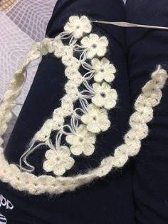 Discover thousands of images about cicekli-etol-ornekleri-sal-baslama - Crochet Stitches Free, Crochet Diagram, Crochet Motif, Crochet Shawl, Knit Crochet, Crochet Flower Patterns, Crochet Designs, Knitting Designs, Crochet Flowers