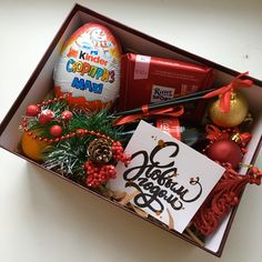 DIY Christmas Gift Basket Ideas for Family and Friends Diy Christmas Gifts For Kids, Christmas Gift Baskets, Christmas Gift Box, Holiday Gifts, Handmade Valentine Gifts, Valentine Gift Baskets, Chocolate Gift Boxes, Original Gifts, Gift Hampers