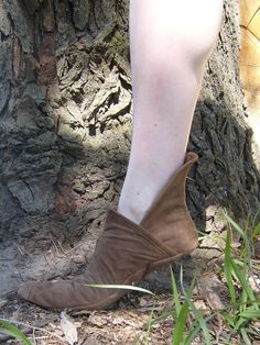 Soft Renaissance Shoe---Pointed Toe---Unisex---Made To Order. $50.00, via Etsy.