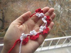 "Sibir.bg - Тема ""мартеничките"" 8 Martie, Yarn Dolls, Baba Marta, Lana, Diy And Crafts, Crochet Necklace, Projects To Try, Crochet Patterns, Weaving"