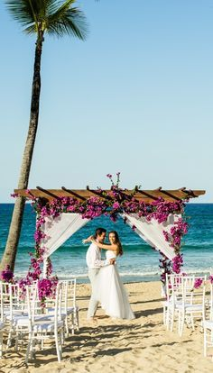 How about a beach wedding decorated with Bougainvillea flowers?! Stunning right?! #PuntaCana #RomanticDestination