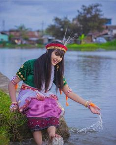 Myanmar Traditional Dress, Traditional Dresses, Ethnic Fashion, Modern Fashion, India Beauty, Asian Beauty, Panda Sketch, Northeast India, Culture Clothing