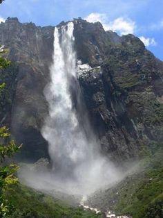 エンジェルフォール 滝壺のない滝として知られている。たいへん不思議で面白い