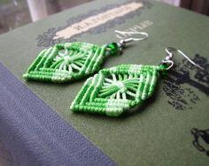 Micro macrame, knotted earrings - Green