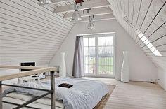 Slapen op zolder! | via @showhome  #slaapkamer #bedroom
