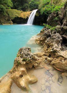 Tanap Avis Falls in Ilocos Norte, Philippines (by event.essentials).