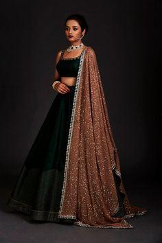 Silk lehenga - Photo By Vvani By Vani Vats Bridal Wear Party Wear Indian Dresses, Designer Party Wear Dresses, Indian Gowns Dresses, Indian Bridal Outfits, Dress Indian Style, Indian Fashion Dresses, Indian Designer Outfits, Ethnic Fashion, Bridal Dresses