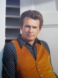 Merle Haggard Country Western Singers, Country Music Artists, Country Music Stars, Country Boys, American Country, Ben Haggard, Music Genius, Farmer's Daughter, National Treasure