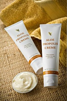 Aloe Propolis Creme A rich, creamy blend of aloe vera, bee propolis and camomile to help maintain healthy, beautiful skin tone and texture, with moisturising and conditioning properties. The Aloe Propolis Creme makes an excellent everyday moisturiser and Forever Aloe, Natural Hair Treatments, Skin Treatments, Natural Make Up, Natural Skin Care, Natural Herbs, Propolis Creme, Bee Propolis, Brittle Hair