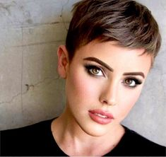 The hottest hair color trends - Haare und Beauty - cheveux Cute Haircuts, Short Pixie Haircuts, Pixie Haircut For Round Faces, Popular Haircuts, Corte Pixie, Super Short Hair, Pretty Short Hair, Hot Hair Colors, Hair Colour