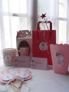 Detalles de decoración mesa dulce y souvenirs de princesas. Toppers, cajitas pochocleras de princesa.