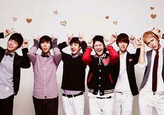 (From left to right) Dujun(leader), Hyunseung, Gikwang, Yoseob, Junhyung, Dongwoon(maknae)